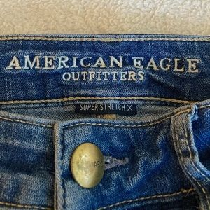AMERICAN EAGLE | SIZE 8 High-waisted Ripped Jeans